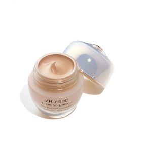 LX Total Radiance Foundation R4 - SPF15