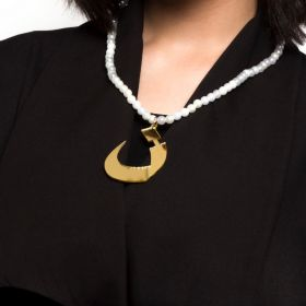 Plastic Beads Chain With The Letter ن In A Mirror Gold Finish